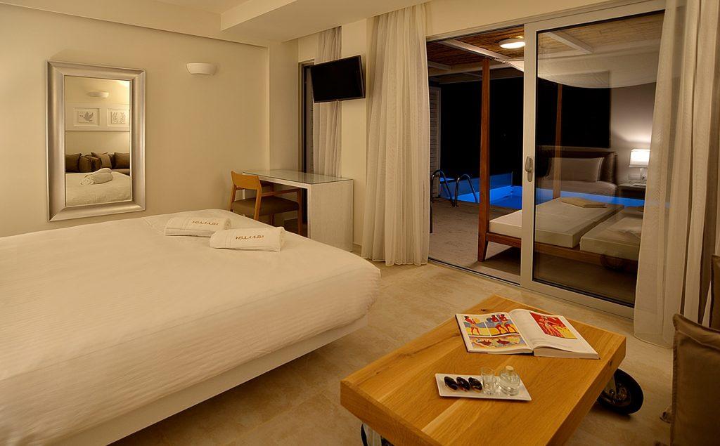 Κλασικό δωμάτιο με ιδιωτική πισίνα